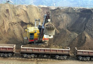 Khai thác phân lân apatit ở Lào Cai
